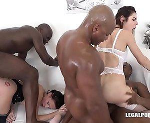 Interracial orgy makes Nicole Love & Jessica Bell orgasm on black cocks