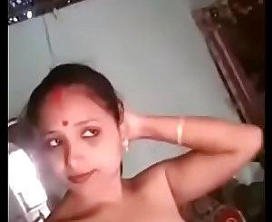 Hot desi village married bhabhi take a naked selfie