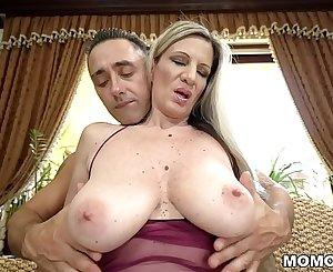 Mature pussy fucked deep